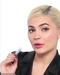 picture perfect kylie jenner looked glam in a makeup tutorial for her new holiday cosmetics