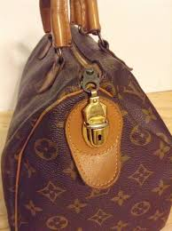 louis vuitton zipper pull. the international speedy bags have a leather zipper pull tab with hole and seperate lock key, while french co. has talon louis vuitton l