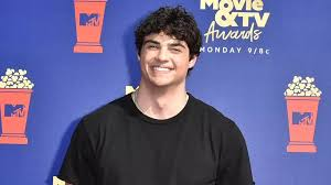 Nobody panic, but the internet's boyfriend just shaved off all of his hair. News Noah Centineo Just Shaved Off All His Hair Try To Remain Calm Style