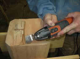 Changing the blade or attachments: