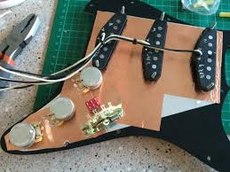 barry s th build a stratocaster my les paul forum first a test wiring the mini switch isnt wired yet and all wires are oversized this is based on stewmac s wiring diagram inverted to left handed tap