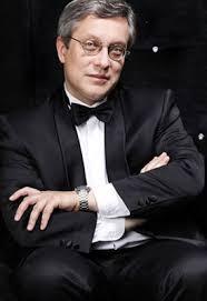 Театрально концертный зал Дворец на Яузе  Изучал игру на фортепиано историю и теорию музыки в ЦССМШ и в Московской консерватории Дипломная работа 1991
