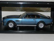 aston martin v8 vantage 1985. autoart 1/18 aston martin v8 vantage 1985 chichester blue mib