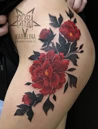 татуировка цветов на бедре сделать тату у мастера каролины салон