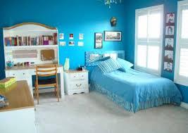 cat kamar tidur minimalis warna biru: Dekorasi interior rumah dengan warna cat dinding biru muda