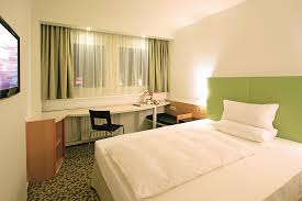 Superb File:Ibis Hotels Dresden Single Room Standard Queen Size Bed.png