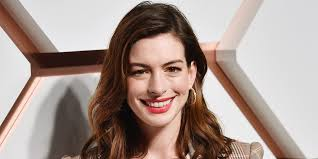 Anne Hathaway Just Put A Modern Twist On The Shag Haircut