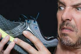 bacteria give feet 4 distinct odors
