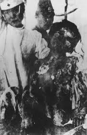a photo essay on the bombing of hiroshima and nagasaki hiro4 gif 203512 bytes