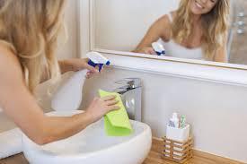 طريقة تنظيف الحمام وتعقيمه