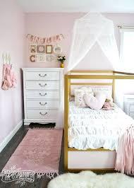 girls white bed – artjacobs