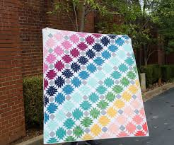 Hyacinth Quilt Designs: Pineapple Quilt & It's easier to find if you look at the corner of the quilt pictured above.  The blocks are 10