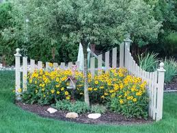 10 Awesome Corner Fence Decor Ideas That Will Amaze You