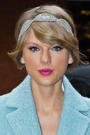 celebrity beauty taylor swift s pre new years eve makeup trick glamour