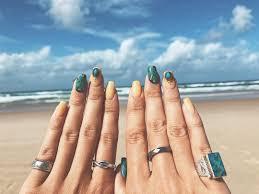 ギラギラの太陽にキラキラの爪ラグーンにモロッカン涼やか夏ネイル