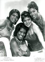 The Raelettes, c. 1961. From left to right: Margie Hendricks, Pat Lyles,  Gwen Berry, Darlene McCrea. (Collection Joë… | Soul train dancers, Ray  charles, Black music