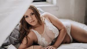 plus size couples boudoir photography this boudoir photographer is spreading body positivity brides