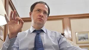 Не наше дело обсуждать как он написал свою диссертацию Он  Министр культуры России Владимир Мединский
