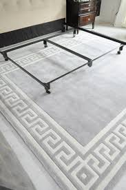 momeni gray greek key border rug from plushrugs com