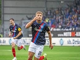 Der verein wollte trainer ole werner auch nach der saison noch weiter verpflichten. 3 0 Gegen Aue Holstein Kiel Spielt Wieder Wie Holstein Kiel