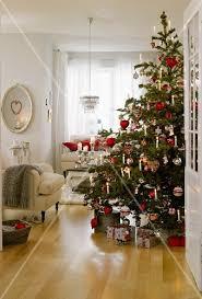 Weihnachtsbaum In Rot Weiß Silber Und Bild Kaufen