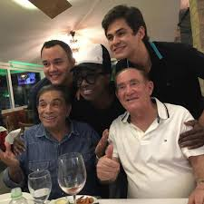 Renato Aragão celebra aniversário da filha, Lívian: