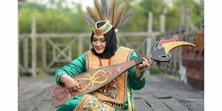 Suku dayak kayaan memiliki seni musik yang unik. Kecapi Musik Tradisional Yang Kurang Di Minati Masyarakat Daerah Rri Palangkaraya