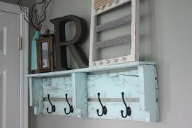 Pallet Coat Rack Diy Easy DIY Pallet Coat Rack Pallet coat racks Coat racks and Pallets 2