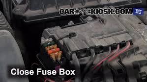 replace a fuse 2007 2014 skoda fabia 2010 skoda fabia s 1 2l 3 cyl skoda fabia 2011 fuse box at Where Is The Fuse Box On A Skoda Fabia