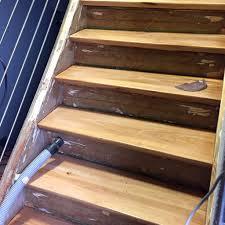 Das laminat muss 48 stunden lose liegen, bevor es befestigt wird, damit es sich akklimatisieren kann und nicht verzieht. Treppe Mit Parkett Renovieren Eine Schone Kombination
