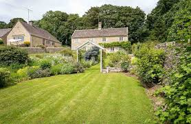 old farm cottage is a stunning cotswold stone cottage which sits in beautiful large gardens cirencester