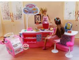 Resultado de imagen para barbie en un restaurante