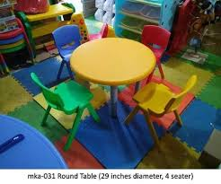 plastic round table with 4 chair set for play schools