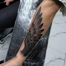 татуировки перекрытие старой тату крыло в стиле блекворк олдскул