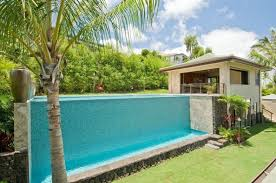 This plunge pool is decorated with wonderful blue tiles. It really makes  this pool pop