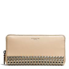 Coach Legacy Accordion Zip Wallet in Studded Leather in Natural - Lyst