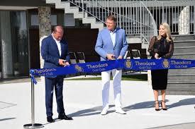 """Preşedintele Iohannis, la inaugurarea unui mare club de golf privat din România: """"Intrăm pe harta mondială"""". Galerie FOTO"""