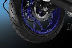 r15 v3 bike 2021 mileage specs