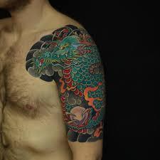 красивые тату на плечо для мужчин со смыслом эскизы 160 фото