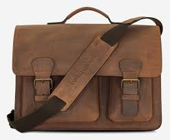 front view of large brown leather ruitertassen satchel with shoulder strap