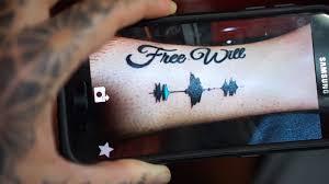 британка набила себе тату которая может играть звук что