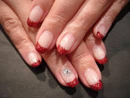 シンプルな赤ラメフレンチネイル 人気のネイルデザイン画像