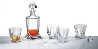 gurasu whisky decanter and glasses