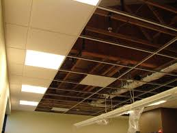 Dropped Ceiling Description, Characteristics and Photos. Suspended ceiling  in the process of construction