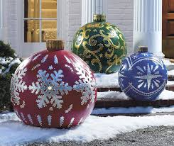 massive outdoor lighted ornaments