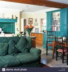 Grünes Sofa Im Traditionellen Landhausstil Küche Esszimmer