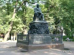 Памятник И А Крылову описание фото Россия Санкт Петербург  Фото Памятник И А Крылову