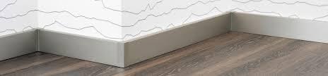 Die nutzschicht ist die oberste schicht des fußbodens, die einer vielseitigen abnutzenden beanspruchung unterliegt. Sockelleisten Und Fussleisten Vom Profi Carl Prinz