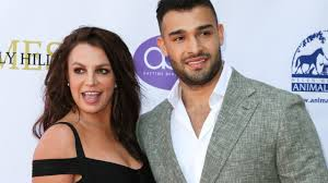 Britney jean spears (born december 2, 1981) is an american singer, songwriter, dancer, and actress. Britney Spears And Boyfriend Sam Asghari Share A Sweet Kiss In New Video