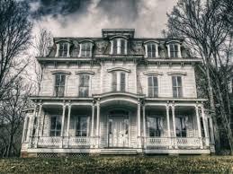 je vis dans une maison hantÉe un fantÔme effrayant m a suivie